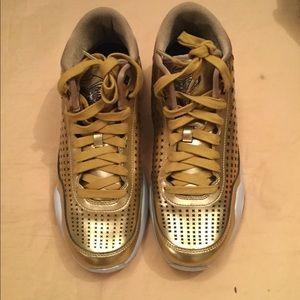 f56505cc5710 Nike Shoes - NWT Mens Nike Kobe X 10 Mid EXT Liquid Gold